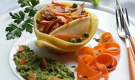 Těstovina caccavella s  kuřecím masem, ořechovým pestem a hrachovým pyré