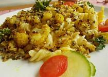 Těstoviny s pečeným květákem a oříšky