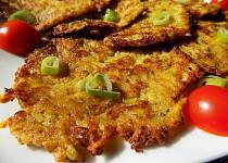 Brokolicové bramboráky se sýrem a jarní cibulkou