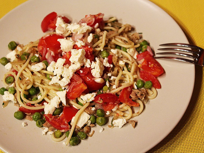 Špagety s tuňákem, hráškem a čerstvou rajčatovou salsou, Špagety s tuňákem, hráškem a čerstvou rajčatovou salsou