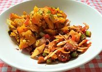 Wok seitan po rajsku podávaný s pečenou zeleninou