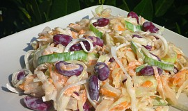 Zelný salát s fazolemi, pórkem a mrkví