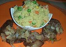 Kuřecí játra s vinnou cibulí, česnekem a zeleninovým kuskusem