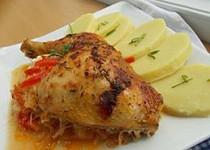 Kuřecí stehna  na uzené paprice, zelí a kapiích