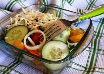 Okurkový salát se sýrem