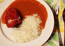 Papriky plněné masem a papričkami jalapeňo