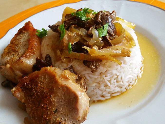 Kotletka na houbách a cibuli s rýži basmati