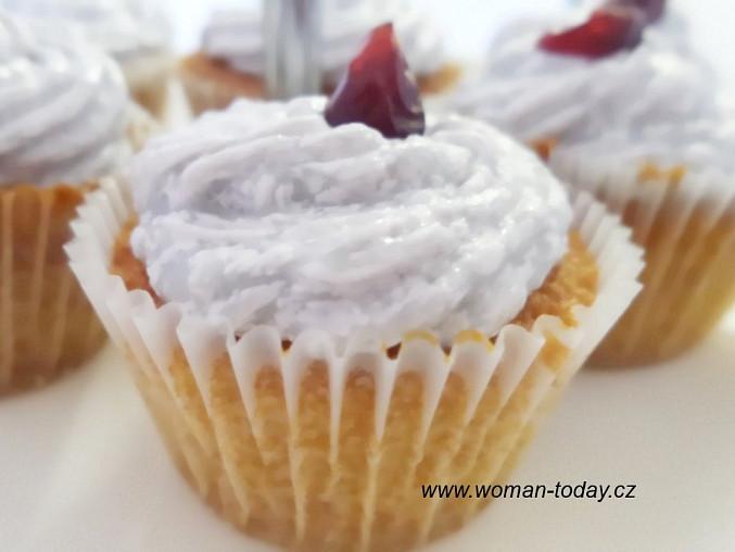 Levandulové cupcakes, Levandulové cup cakes. Levandulové těsto. Levandulový krém.