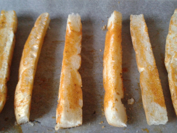 Česnekové tyčky z rohlíků