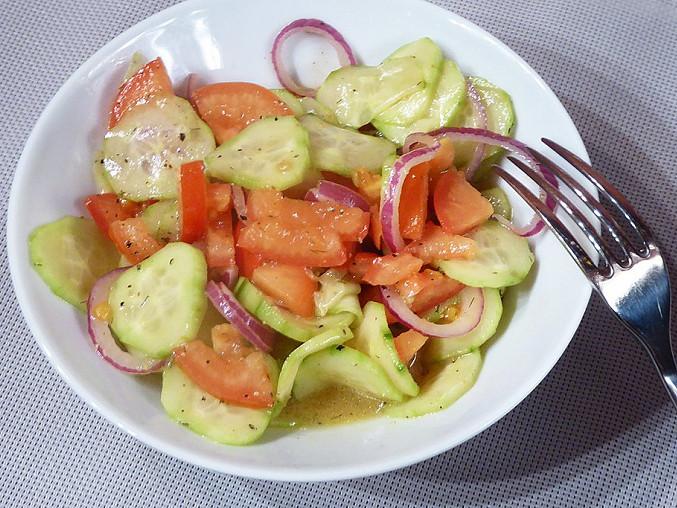 Okurkový salát s rajčaty a balsamikem, Okurkový salát s rajčaty a balsamikem