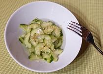 Svěží japonský okurkový salát
