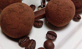 Lanýžové pralinky ve skořicovo-kakaovém pudru
