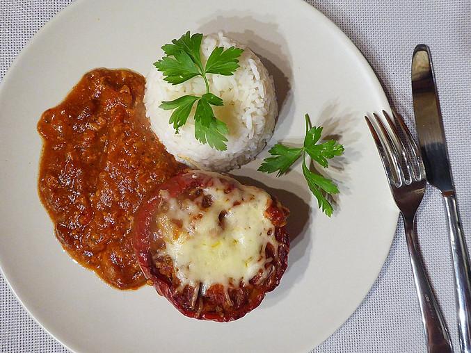 Papriky plněné taliány s rajčatovou omáčkou, Papriky plněné taliány s rajčatovou omáčkou