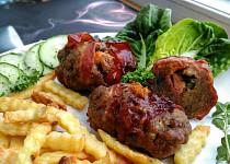 Závitky z mletého masa, plněné uzeninou, syrečkem a paprikou