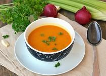 Polévka z dýně hokaido a celeru