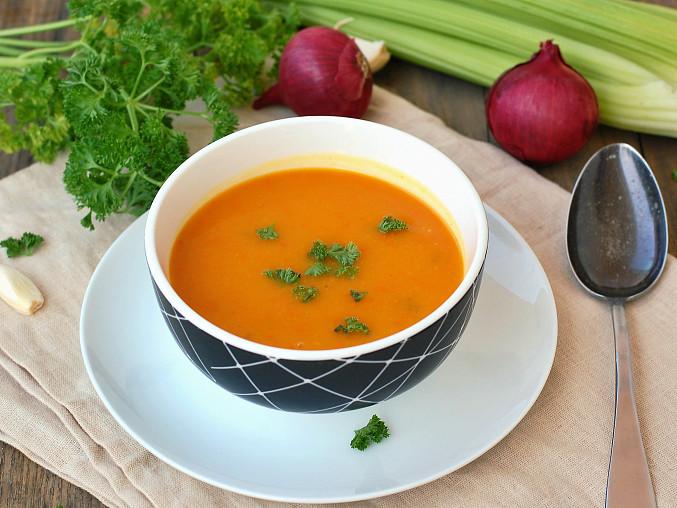 Polévka z dýně hokkaido a celeru