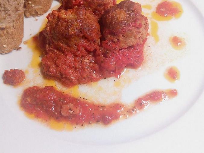 Vepřové kuličky pečené v toskánských rajčatech