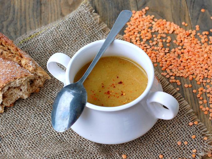 Voňavá polévka z červené čočky