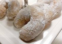 Zasněžené staročeské rohlíčky obalené v cukrovo-vanilkovém pudru