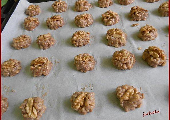 Bulharské ořechové cukroví, Bulharské ořechové cukroví - před pečením