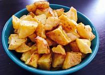 Domácí pečené brambory s kořením