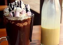 Horká čokoláda s likérem
