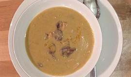 Hrachová polévka s klobásou (žlutý hrách)