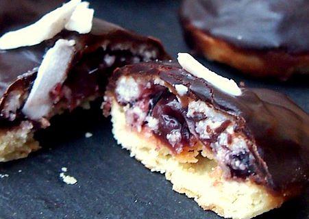 Kokosové koláčky s višněmi