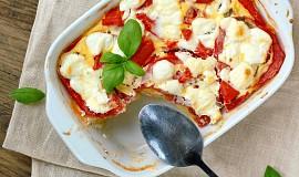 Zapečená polenta s rajčaty a kozím sýrem