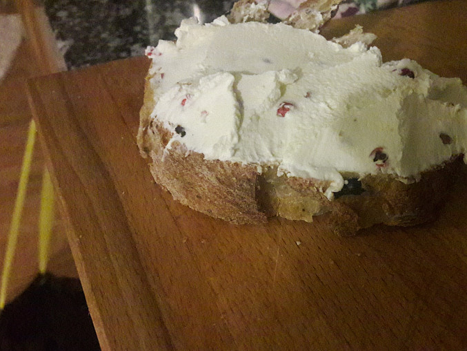 Domácí smetanový sýr  s červeným pepřem