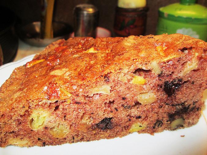 Jablkovo - ořechový koláč s čokoládou