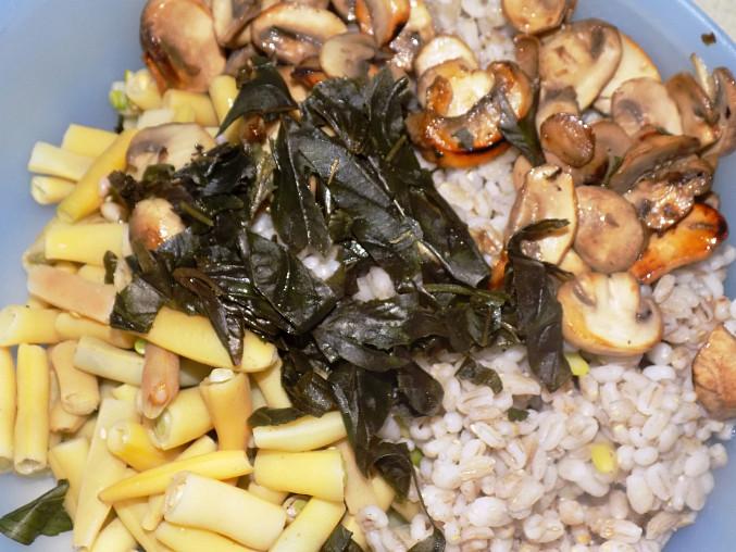 Kroupový salát s fazolkami a žampiony