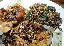 Krůtí v papilotě s belugo-quinoovou přílohou