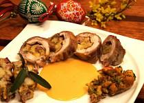 Roláda z králíka, plněná velikonoční nádivkou, sýrem, schwarzwaldskou šunkou a kapustovými listy