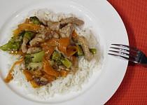 Vepřové nudličky s brokolicí a mrkví