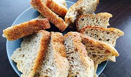 Pšenično-žitný chléb z domácí pekárny