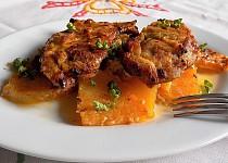 Pečené kuřecí steaky na tuřínu se šlehačkou