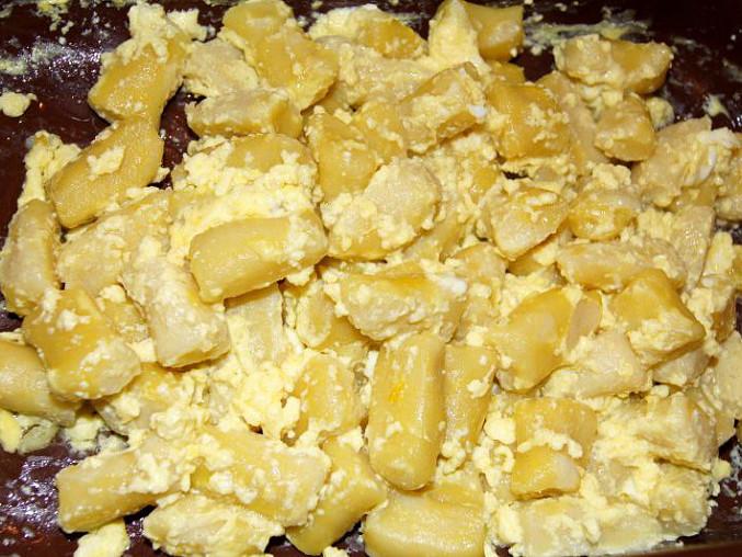 Špalíčky z Pece pod Čerchovem – bramborová pochoutka, Upečené špalíčky, ke kterým budeme přidávat máslo