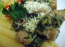 Vepřové kostky se špenátem a těstovinami