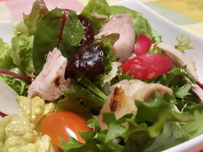 Zeleninový salát s kuřecím masem II