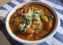 Frankfurtská polévka s červenými fazolemi
