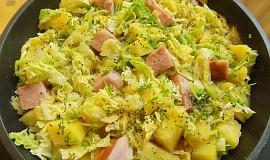 Kapustová pánev s bramborami a uzeným