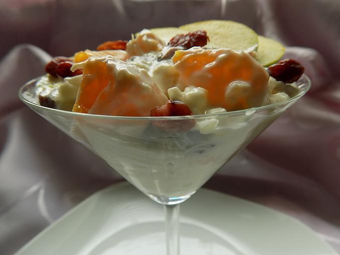 Celerový salát s ovocem