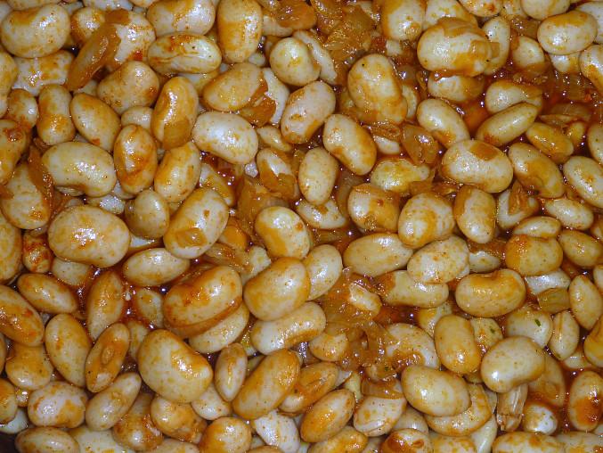 Gravče na tavče (balkánske zapečené fazole), pred zapečením