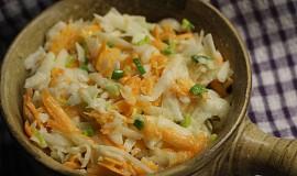 Jednoduchý salát z vodnice a mrkve