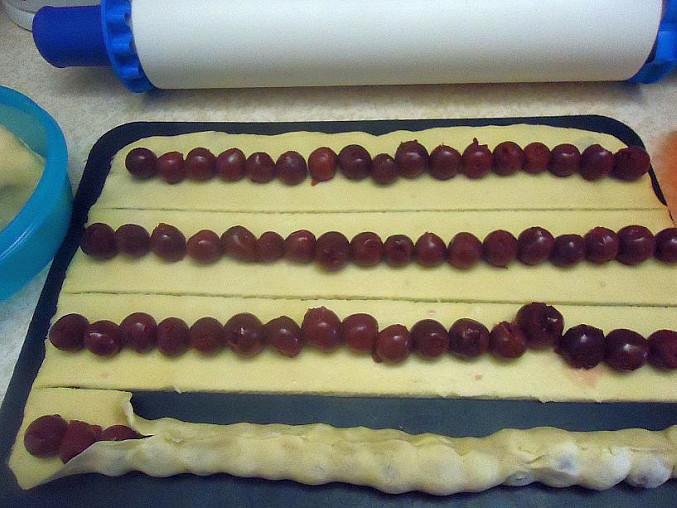 Spirálový višňový koláč