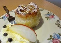 Štrůdlové muffiny s vanilkovým krémem