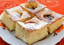 Tvarohový koláč se švestkami