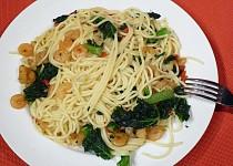 Krevety s kadeřavou kapustou a špagetami