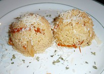 Kuskus se sušenými rajčaty a kuřecím masem